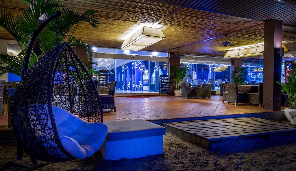 โรงแรมวิคทอรี่บีช Queenco Hotel & Casino